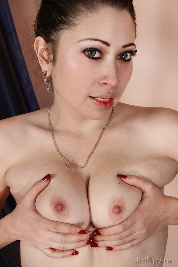 justnips com everyday amateurs totally nude exclusive